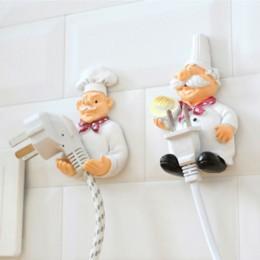 Cartoon stojak na przewód zasilający szef kuchni podłącz hak mocny klej hak kreatywny wtyczka wykończenie uchwyt uchwyt półki na