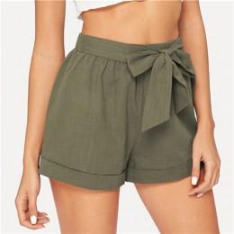 SHEIN z wszytym paskiem wysokie do talii elastyczne szorty Fitness Swish kobiety zieleń wojskowa solidne spodenki z wyśrodkowaną